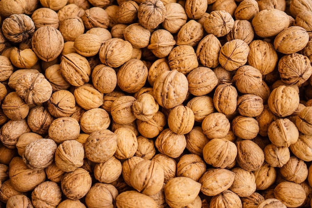 foods to increase you blood flow nuts