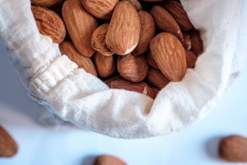 10 Best Foods to Reverse Aging almond