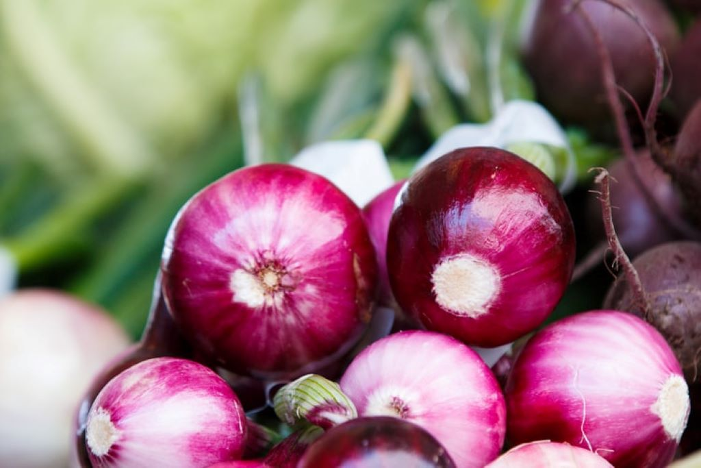 9 Foods to Whiten your Teeth onions